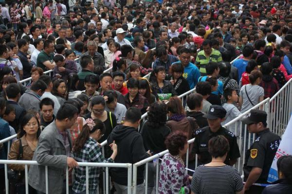 Gold Buying Panic In China: 10,000 People Wait In Line For Their Chance to Own Precious Metals china gold1