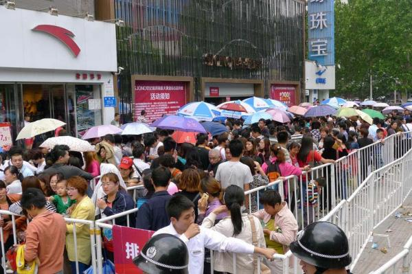 Gold Buying Panic In China: 10,000 People Wait In Line For Their Chance to Own Precious Metals china gold5