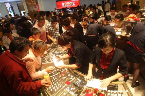 Gold Buying Panic In China: 10,000 People Wait In Line For Their Chance to Own Precious Metals china gold6