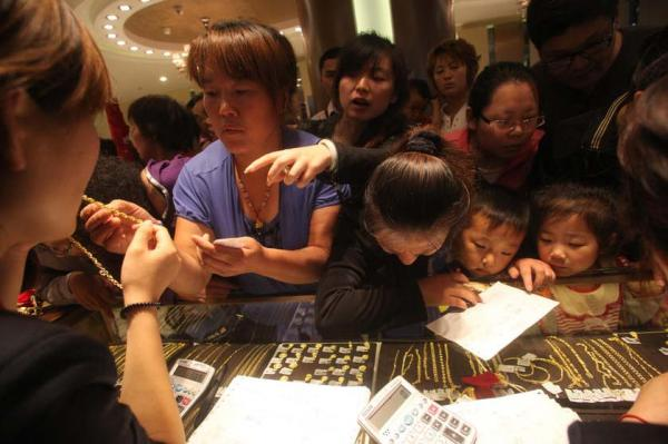 Gold Buying Panic In China: 10,000 People Wait In Line For Their Chance to Own Precious Metals china gold7