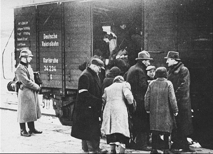 jews-loaded-into-boxcars