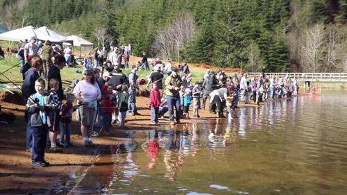 crowded-lake
