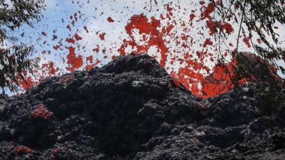 Volcano Alert: Hawaii Locals Told They Have ONE LAST CHANCE To Evacuate Island Lavabombskilaeu-e1526387972969